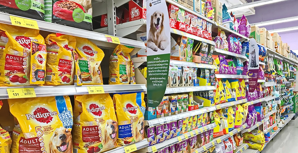 Dog food isle in a grocery store