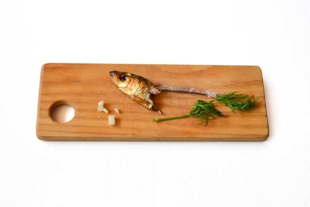 Fish head and bones on cutting board